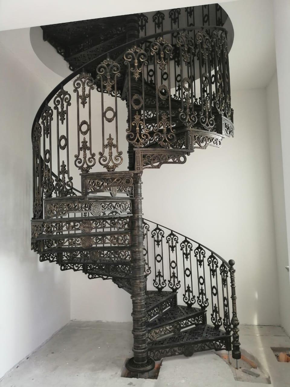 Литая винтовая лестница