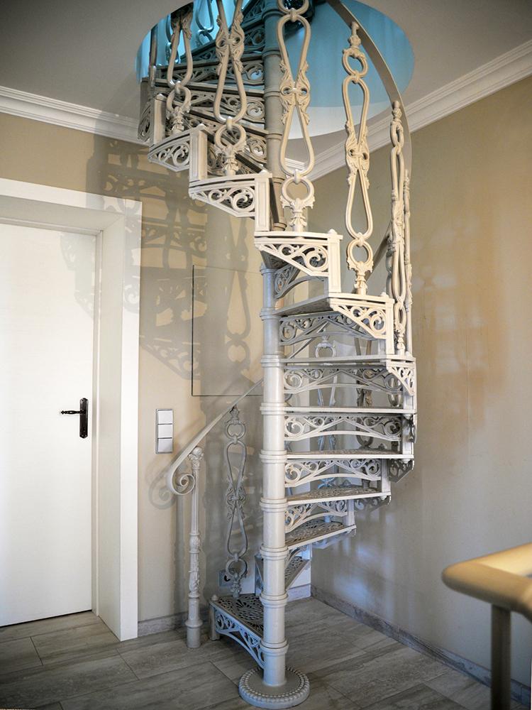 Винтовые лестницы из чугуна